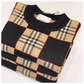 Pullover nogender #burberry disponibile in boutique #ilmarmocchioshop e online SALDI fino al 50% - #kidswear