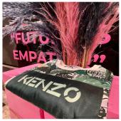 Dettagli dalla nostra vetrina! Passa in boutique e scopri i capi @kenzo #FW21 #kenzo #details #kenzokids #ilmarmocchioshop