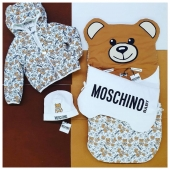 A little bear was born 🐻#newborn collection #moschinokids available at #ilmarmocchioshop and #online - #FW20 #moschino